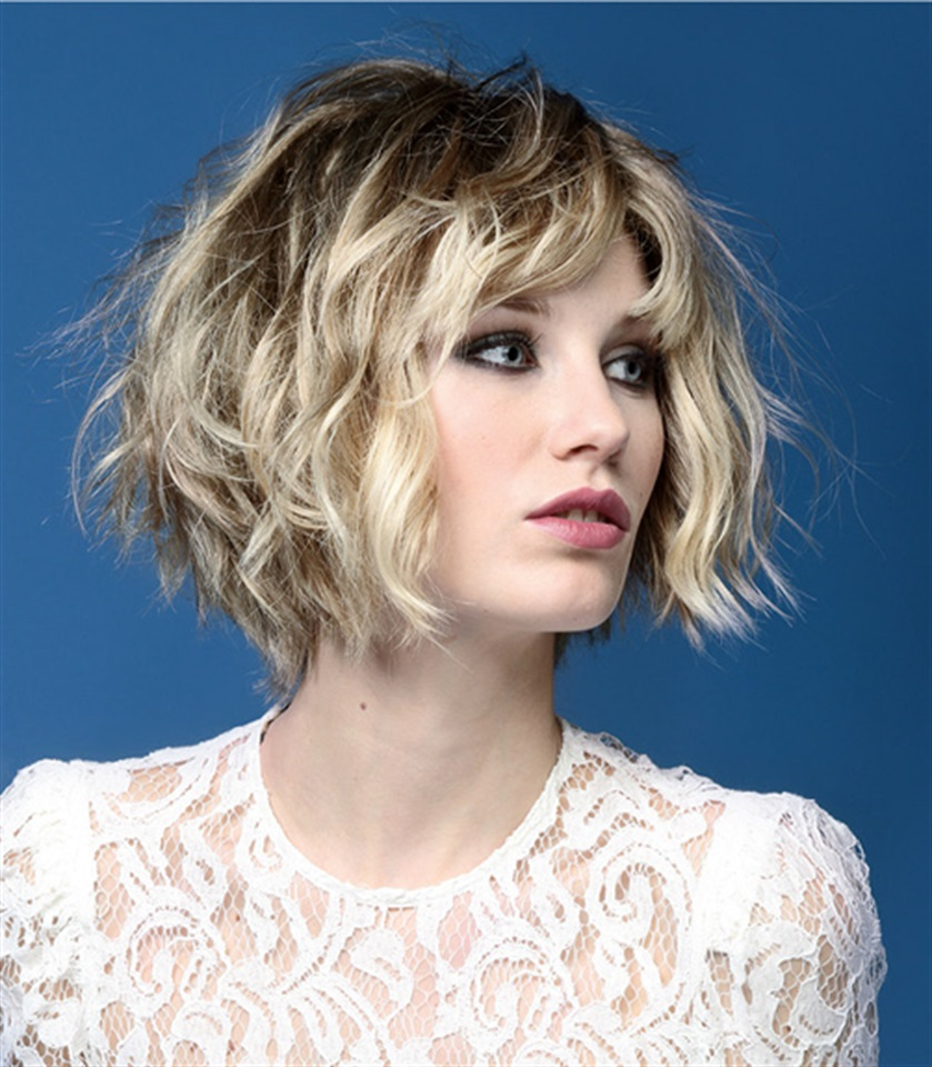 In diesem Fall haben kurze Haare mehr abgestufte Schnitte für einen vielseitigen und multifunktionalen Look.